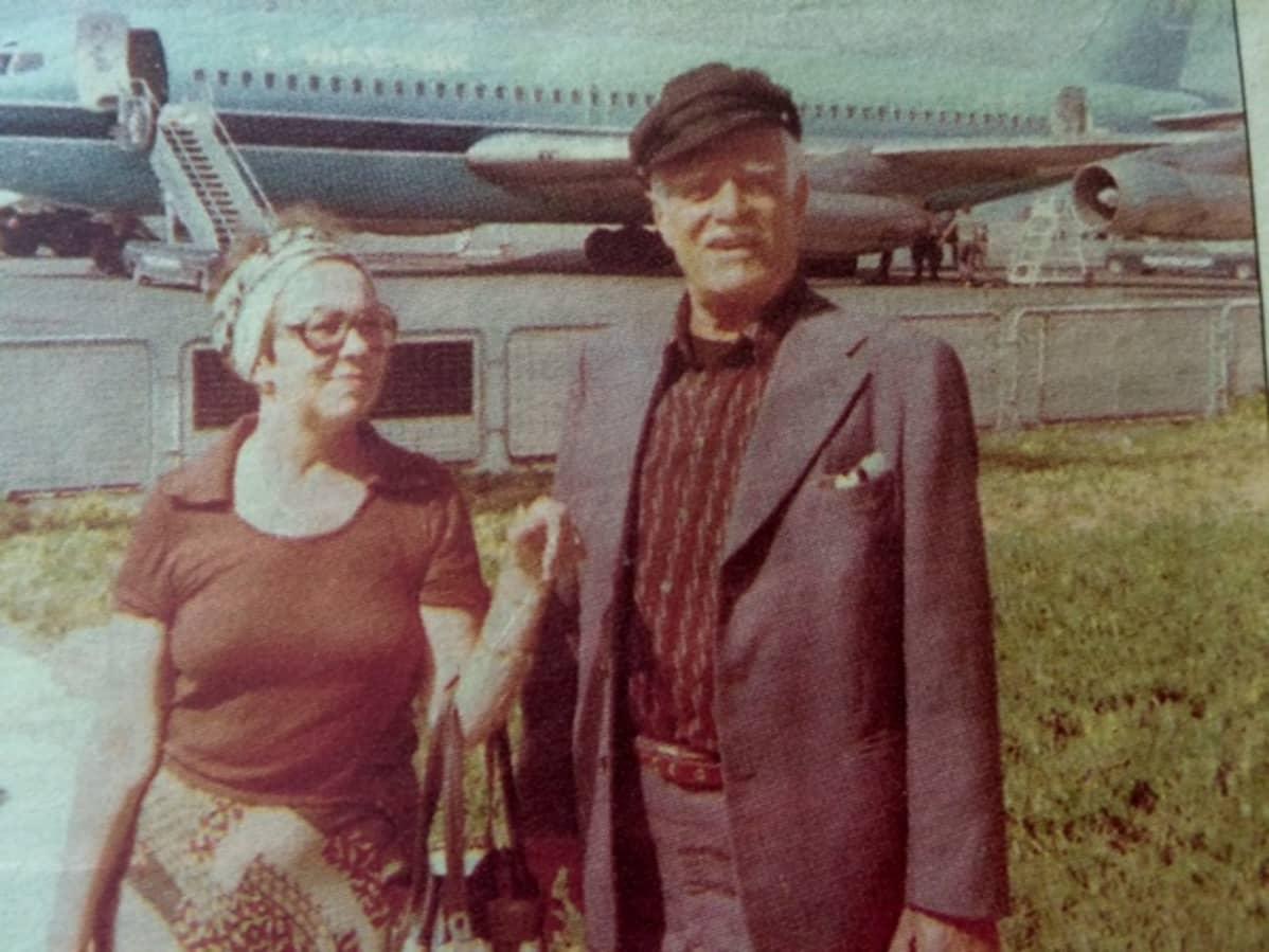 Kati Kaipiainen ja Tauno Palo 1978 Kreetalla. Harvinainen lomakuva Taunosta, joka ei halunnut tulla kuvaksi