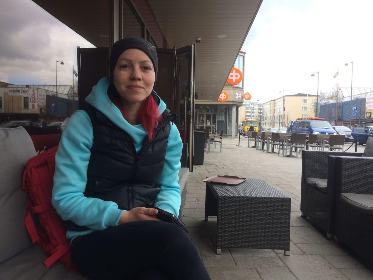 SEY:n vapaaehtoinen eläinsuojeluneuvoja Sarita Lindberg