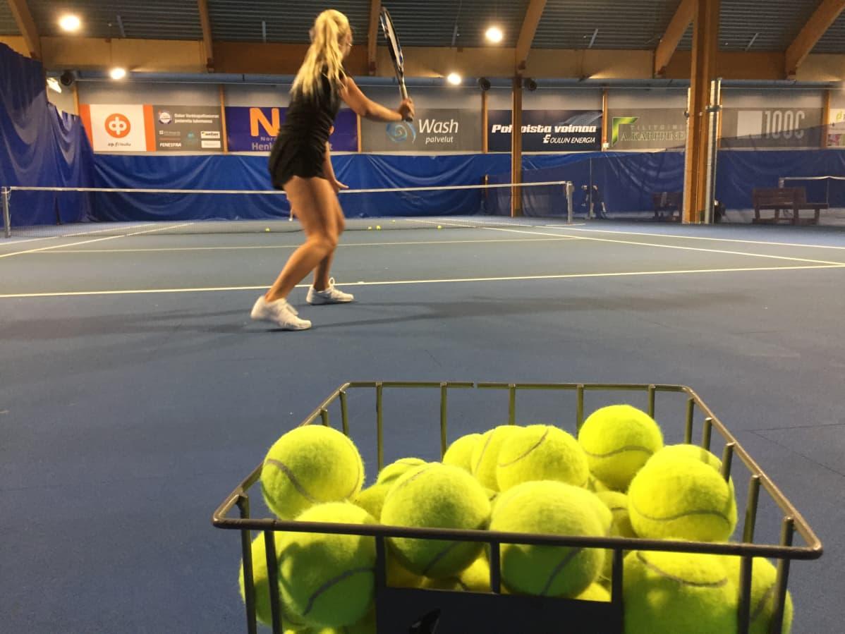 Monica Malinen harjoittelee Oulun Nallisportissa
