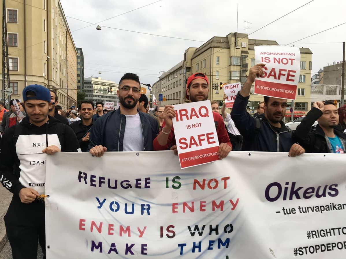 Turvapaikanhakijoiden mielenosoitus.