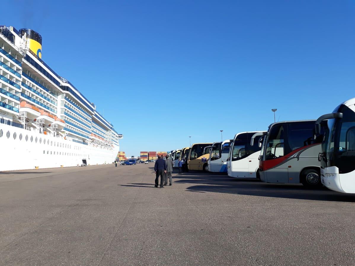 Laiva ja linja-autoja