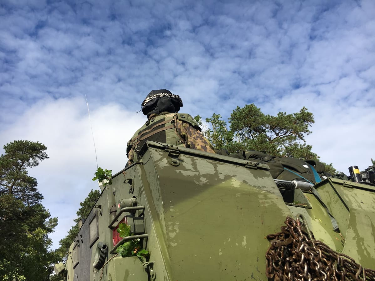Porin prikaatin varusmies Aurora-sotaharjoituksessa Gotlannissa.