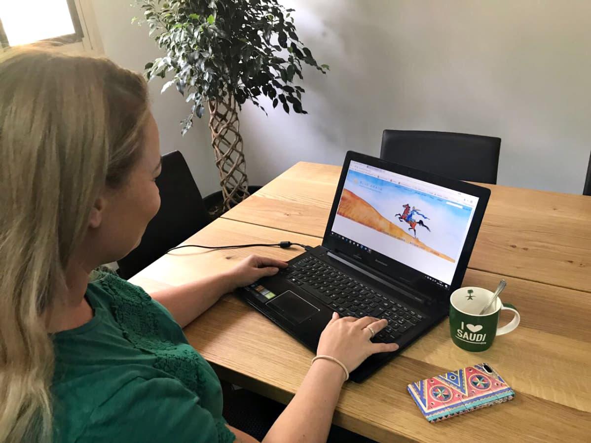 Laura Alhon blogista on kasvanut Saudi-Arabiassa iso menestys, ja se on tehnyt hänestä myös tunnetun henkilön maassa.