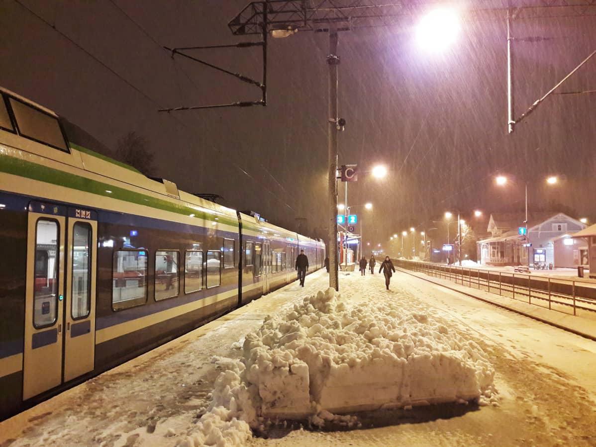 Lunta Kauklahden asemalla.