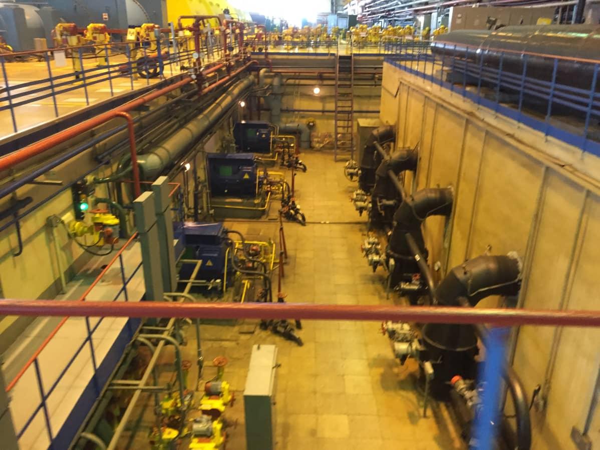 Sosnovyi Bor 1 vanhimman laitoksen turbiinihalli.