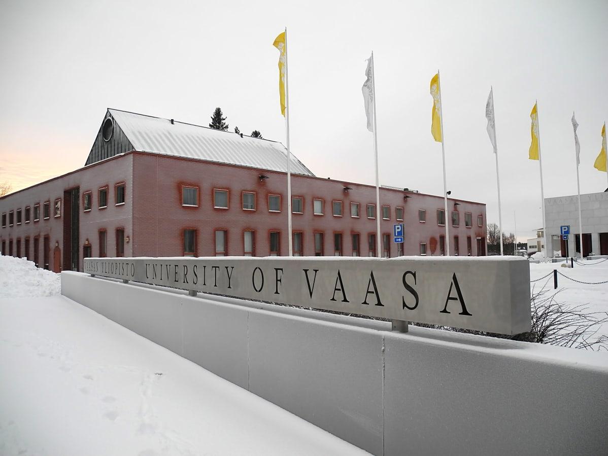 Vaasan yliopiston päärakennus Palosaarella