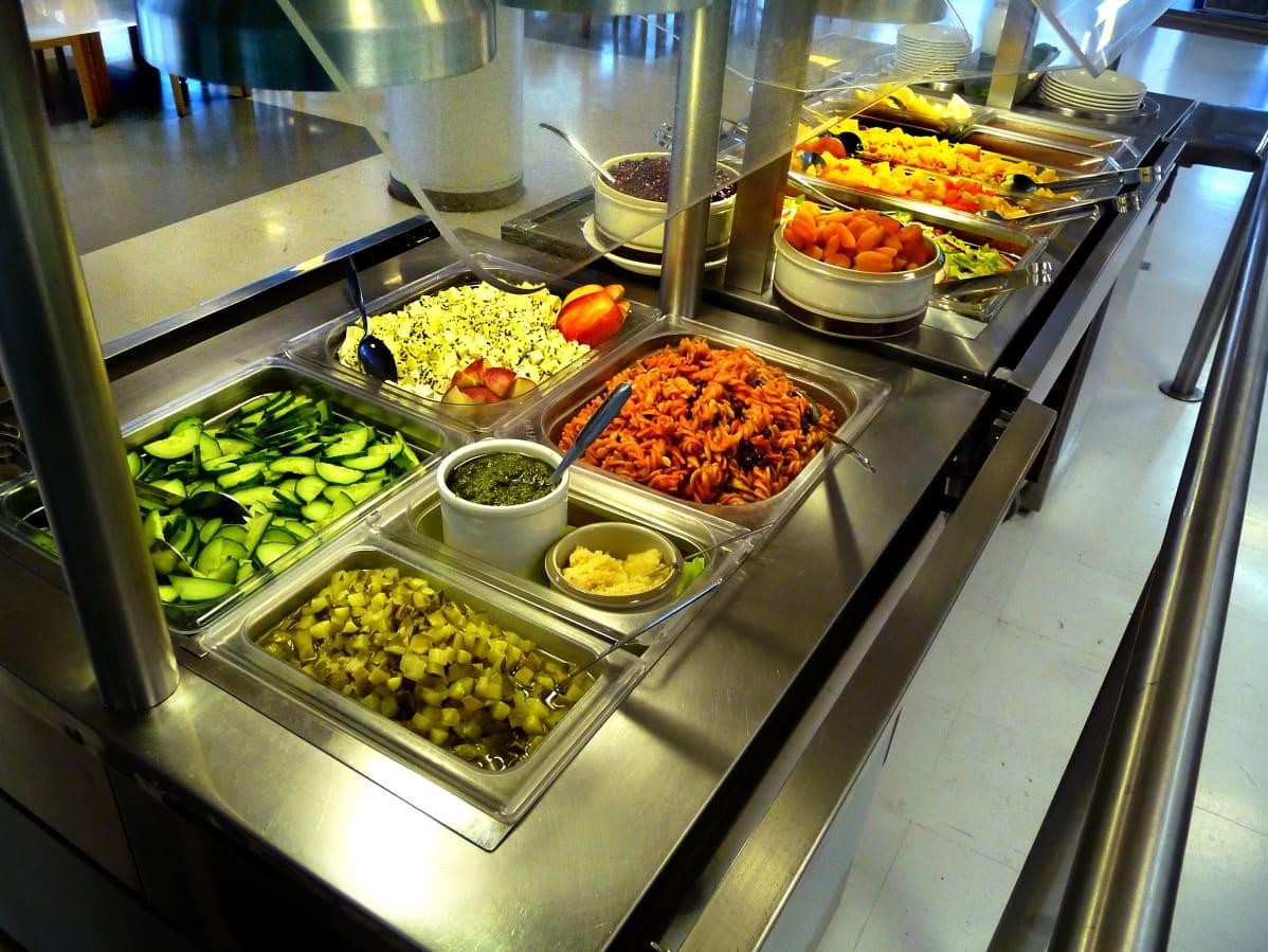 Vad väljer du? Hoppar du över köttet en dag i veckan gör du en betydande miljögärning. Bild: YLE/Tuula Nyberg