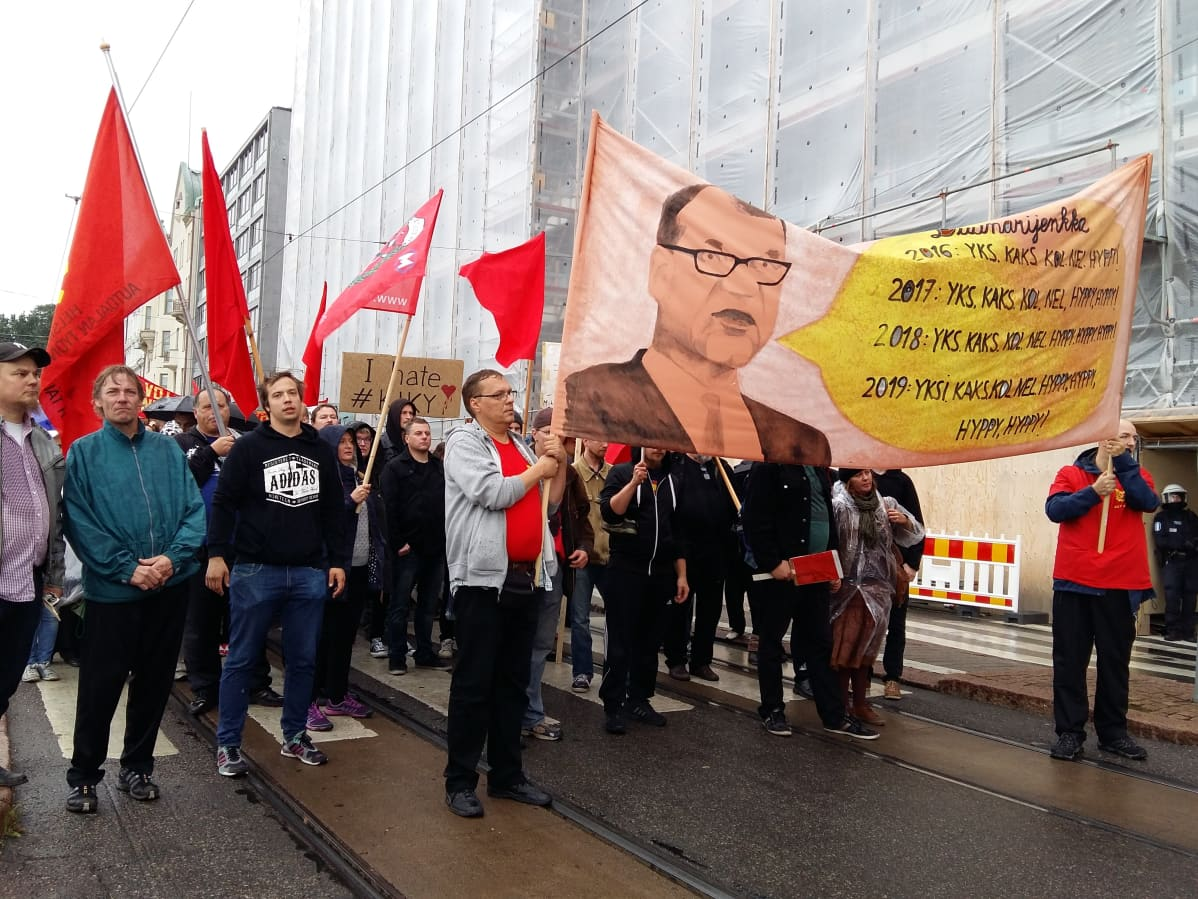 Mielenosoitus hallituksen leikkauksia vastaan