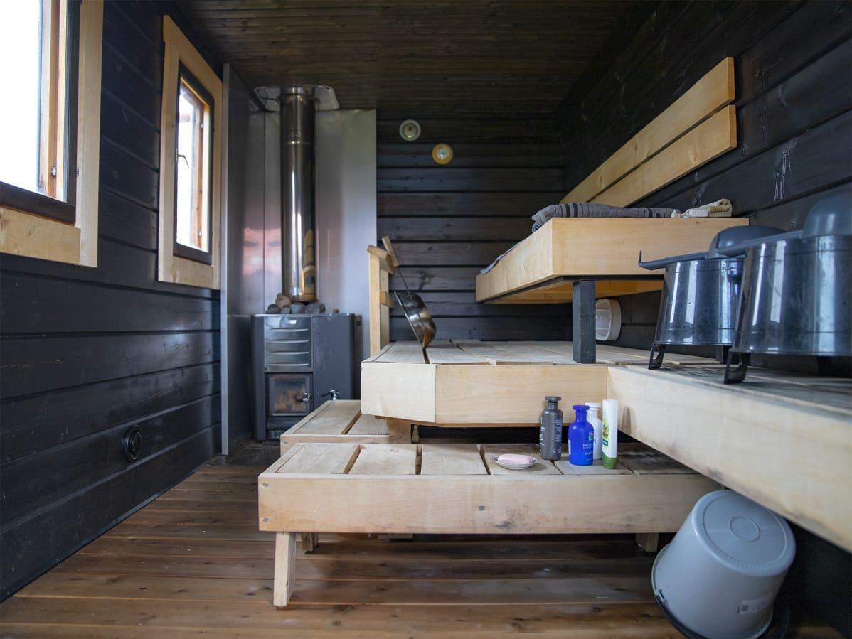 Airbnb käytössä olevan mökin sauna Konginkankaalla