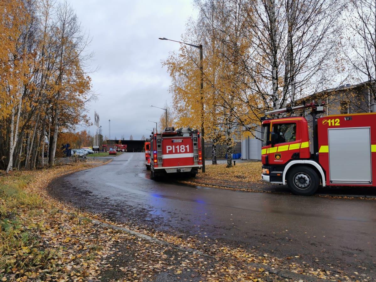 Paloautoja teollisuusalueella