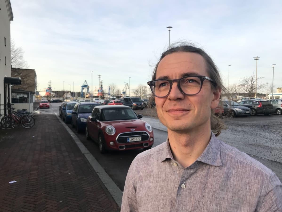 Suomen ekomodernistien sihteeri Esko Pettay