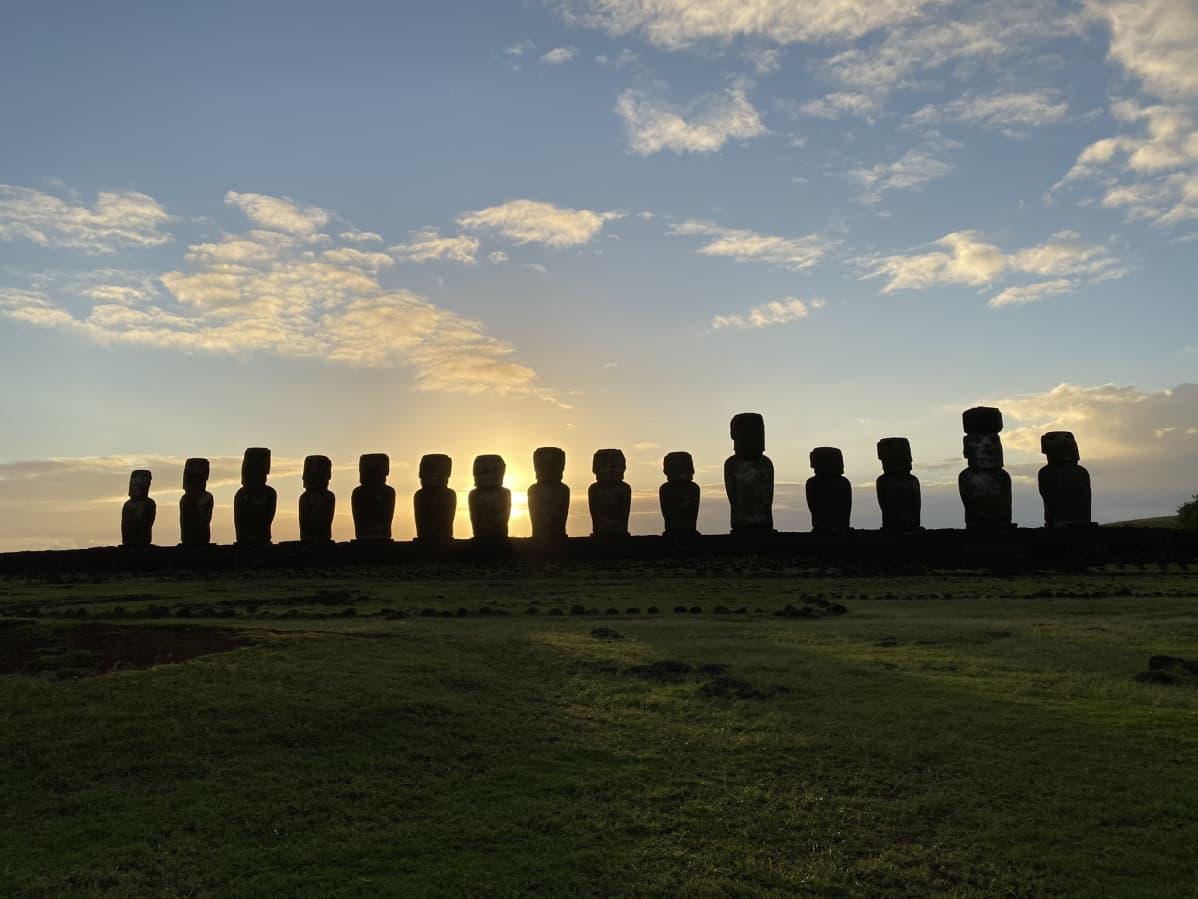 Ahu Tongarikin 15 moai-patsasta.