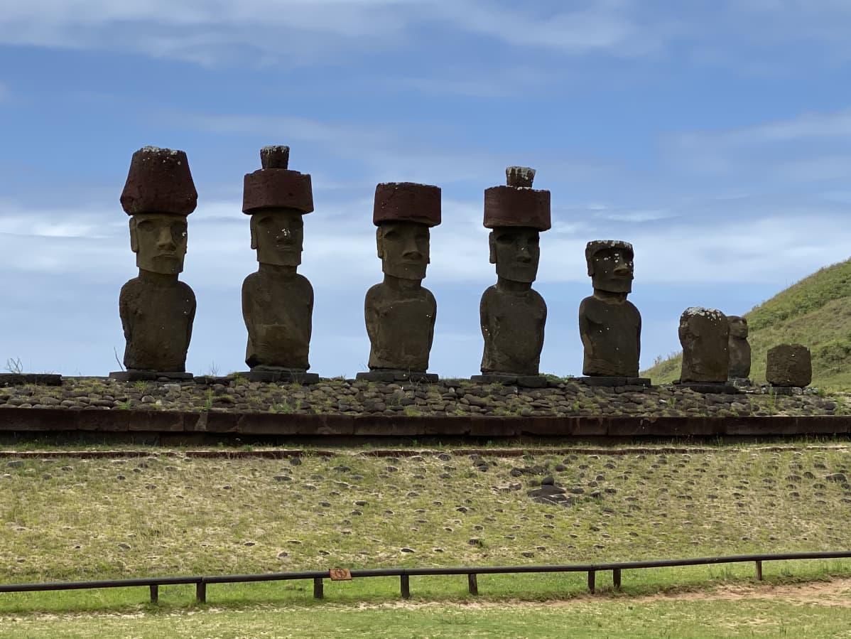 Moai-patsaita.