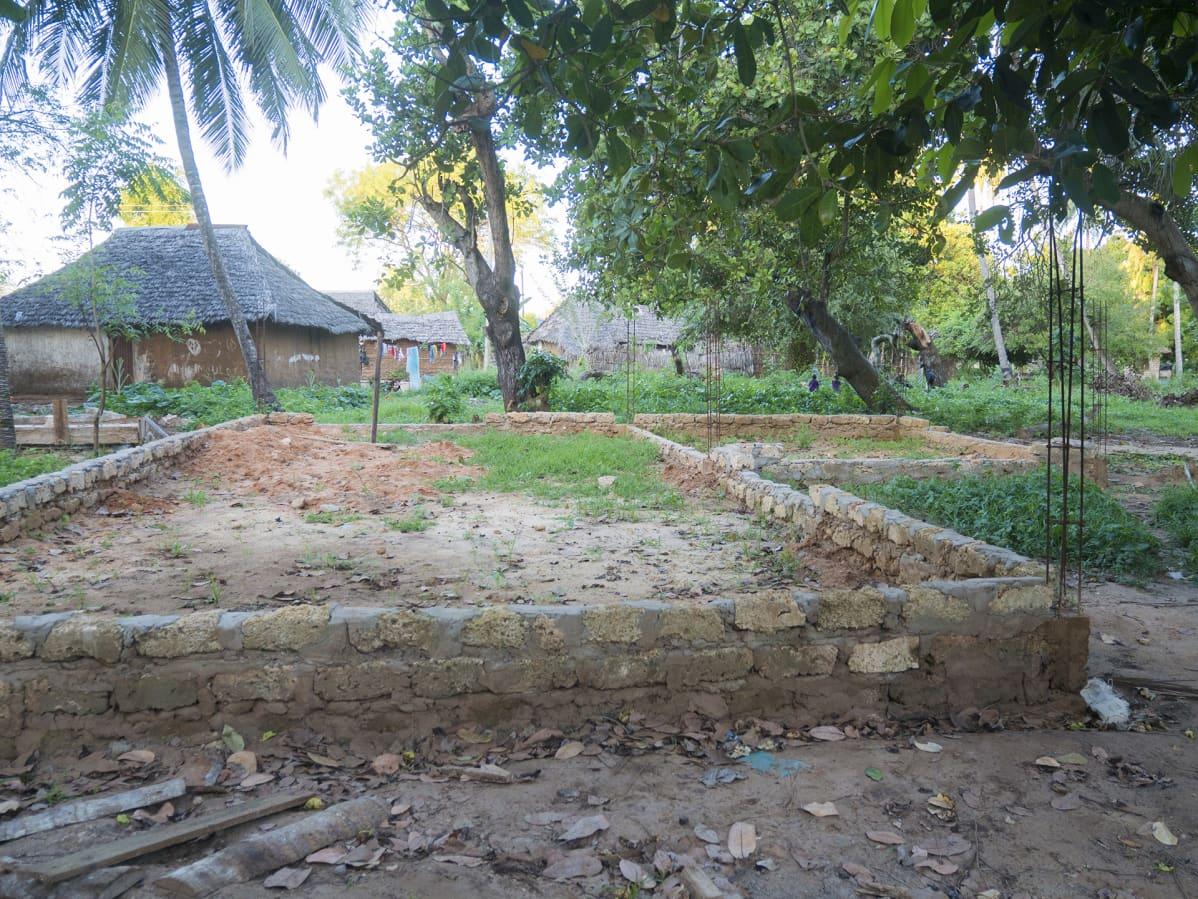 Turvakotikeskuksen rakennustyömaa Keniassa.