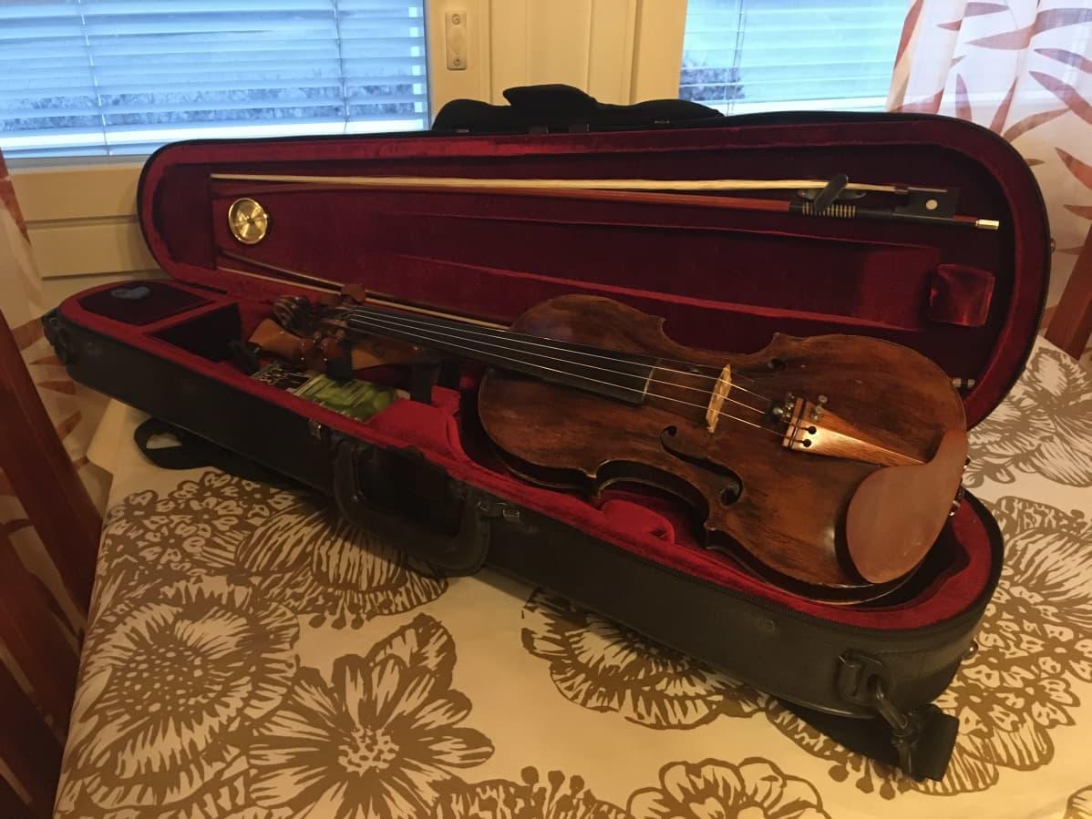 Kotkalaisen entisen viulistin Lisa Kallström-Jokipiin soitin