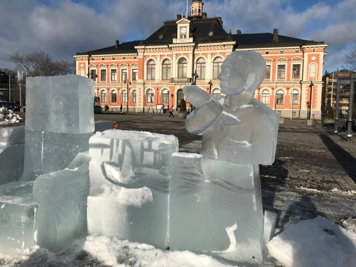 Jääveistos Kuopion torilla