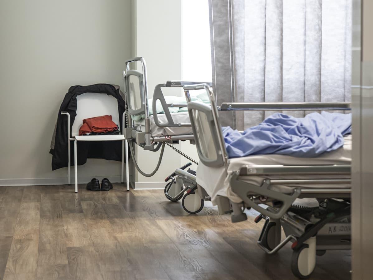 Etelä-Karjalan keskussairaalan sisätautien ja gardiologian osaston potilashuone.