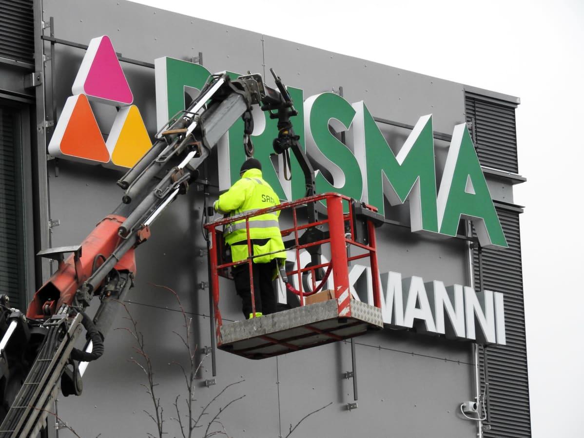 Lähipalvelukeskus Hertsi aukeaa Helsingin Herttoniemessä 19.3.2020.