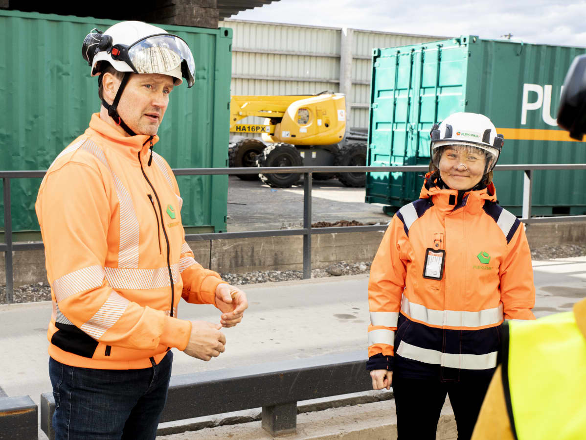 Purkupiha Group Oy:n kierrätysyksikön johtaja Kimmo Rinne ja  markkinointi- ja kehitysjohtaja Kati Tuominen.