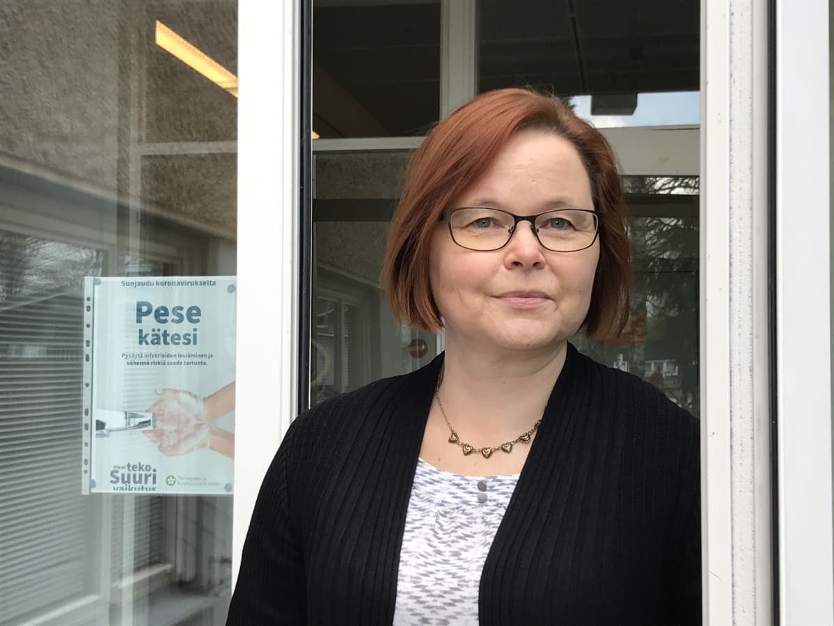 Erityisopettaja Kati Kontinen valmistautuu lähiopetukseen Puumalassa.