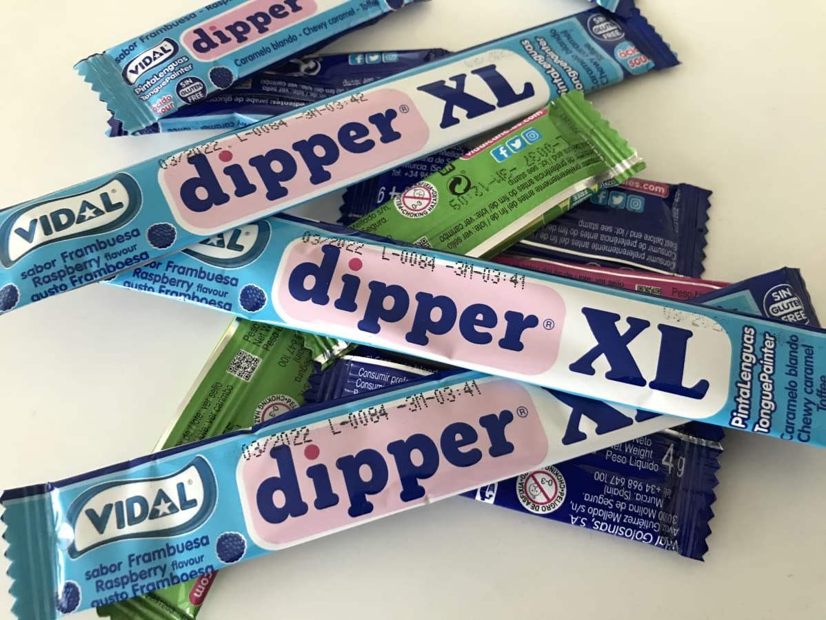 Dipper-karkkeja läjässä.