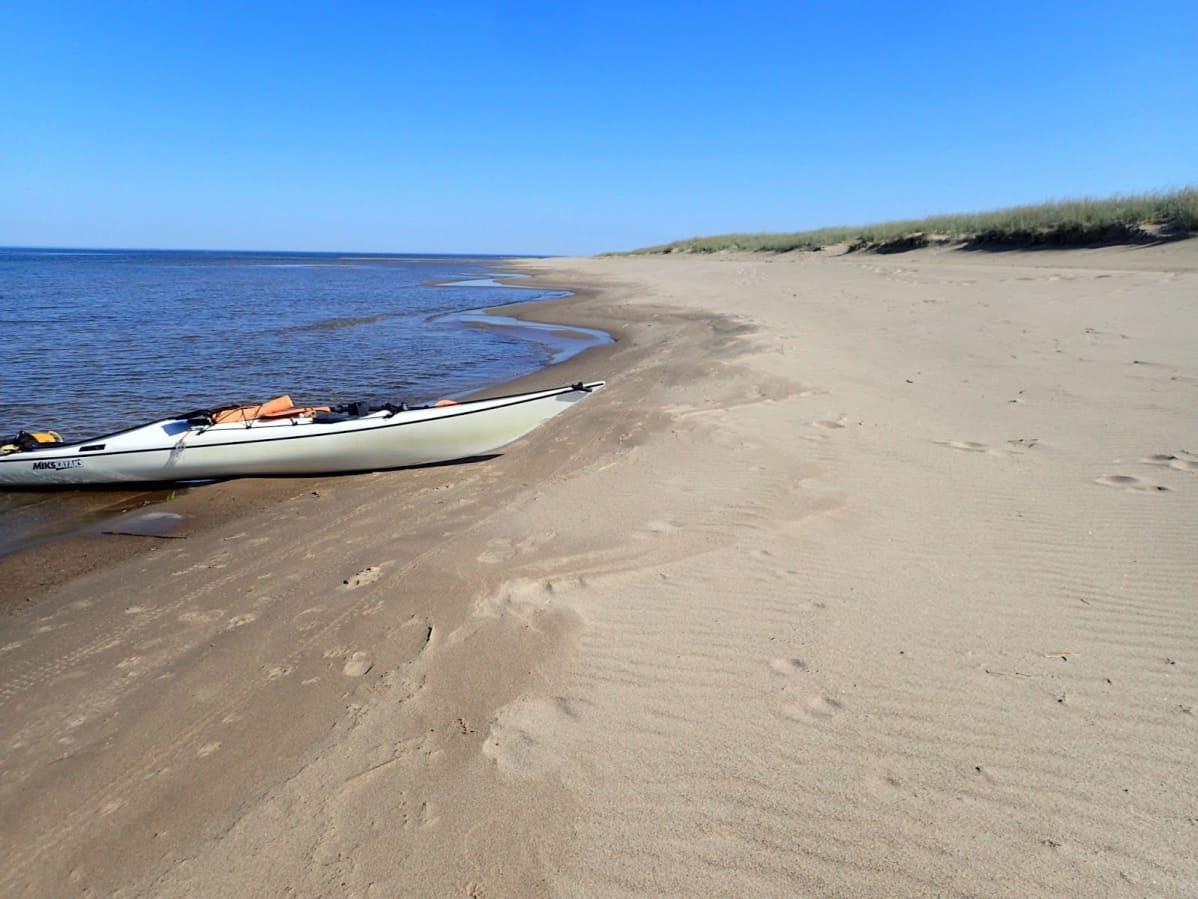 Lähes tyynessä kelissä pääsin Lohtajan hiekkarannoilla asti.