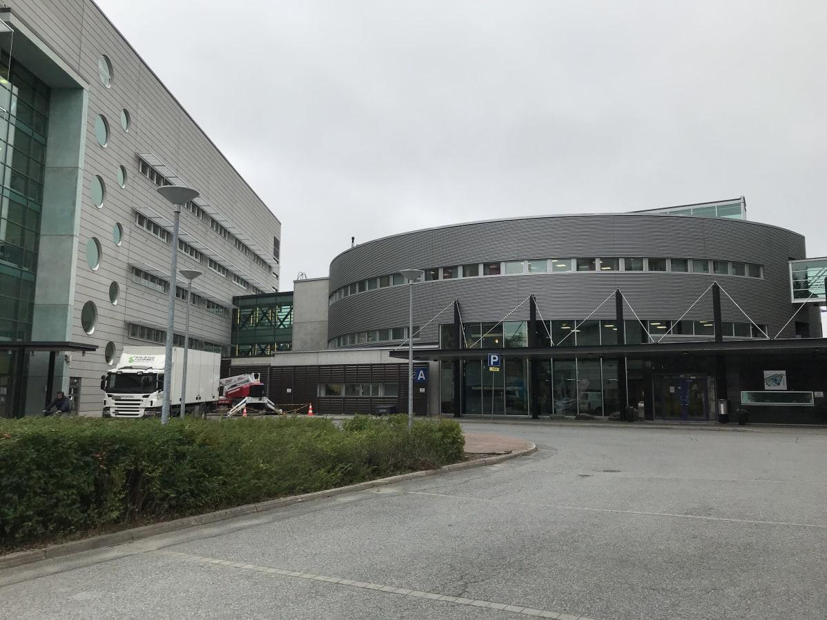 Savonia-ammattikorkeakoulun Microkadun kampus ulkoapäin.