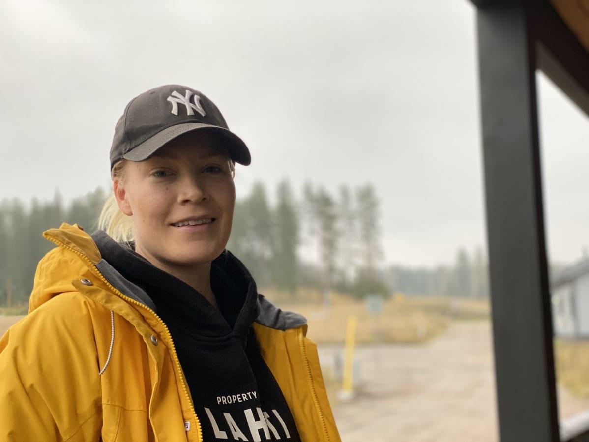 Tiia Mäkäläinen asuu perheineen Orimattilan Hennassa.