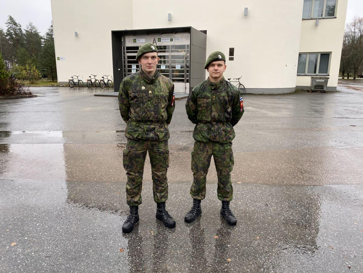 Anton Karra ja Marko Autio Niinisalon varuskunnassa