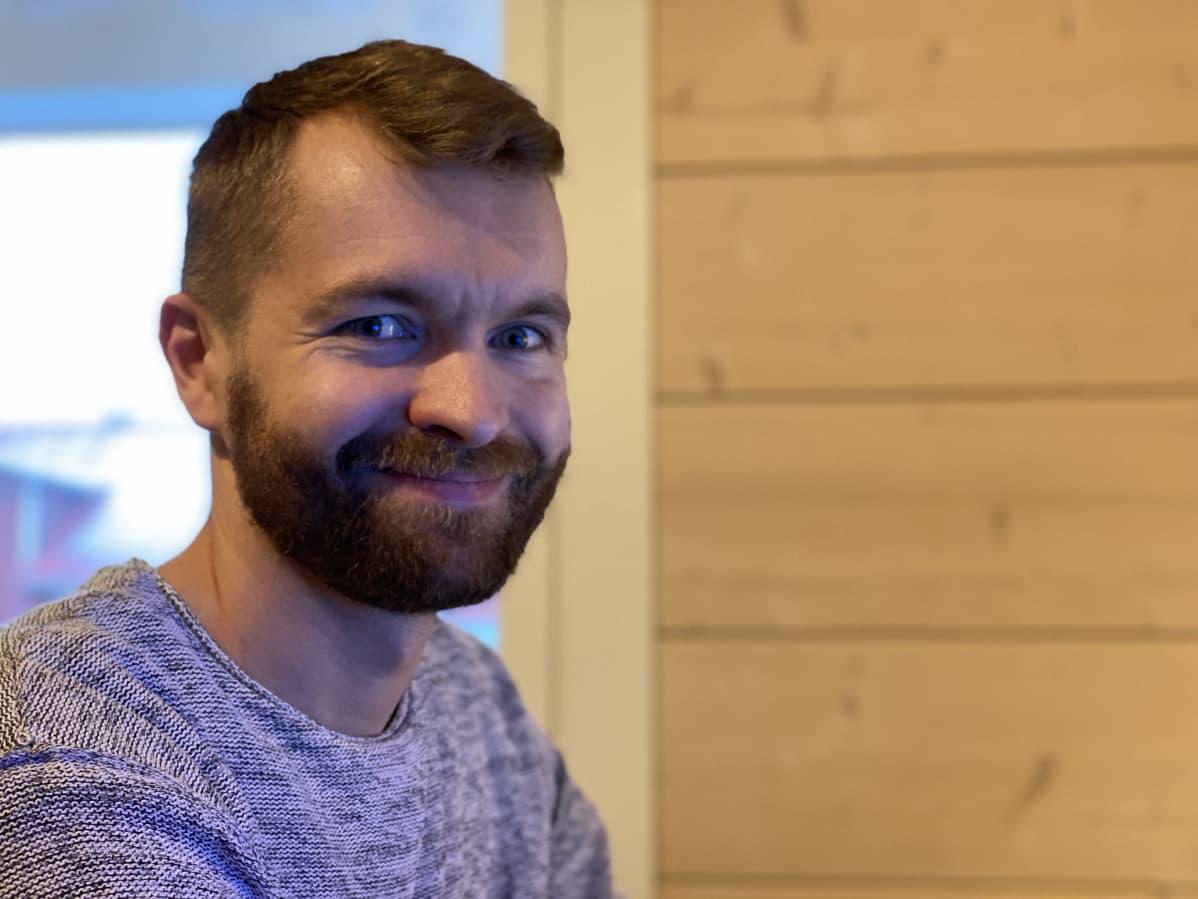 Juha Huttunen työhuoneessaan.