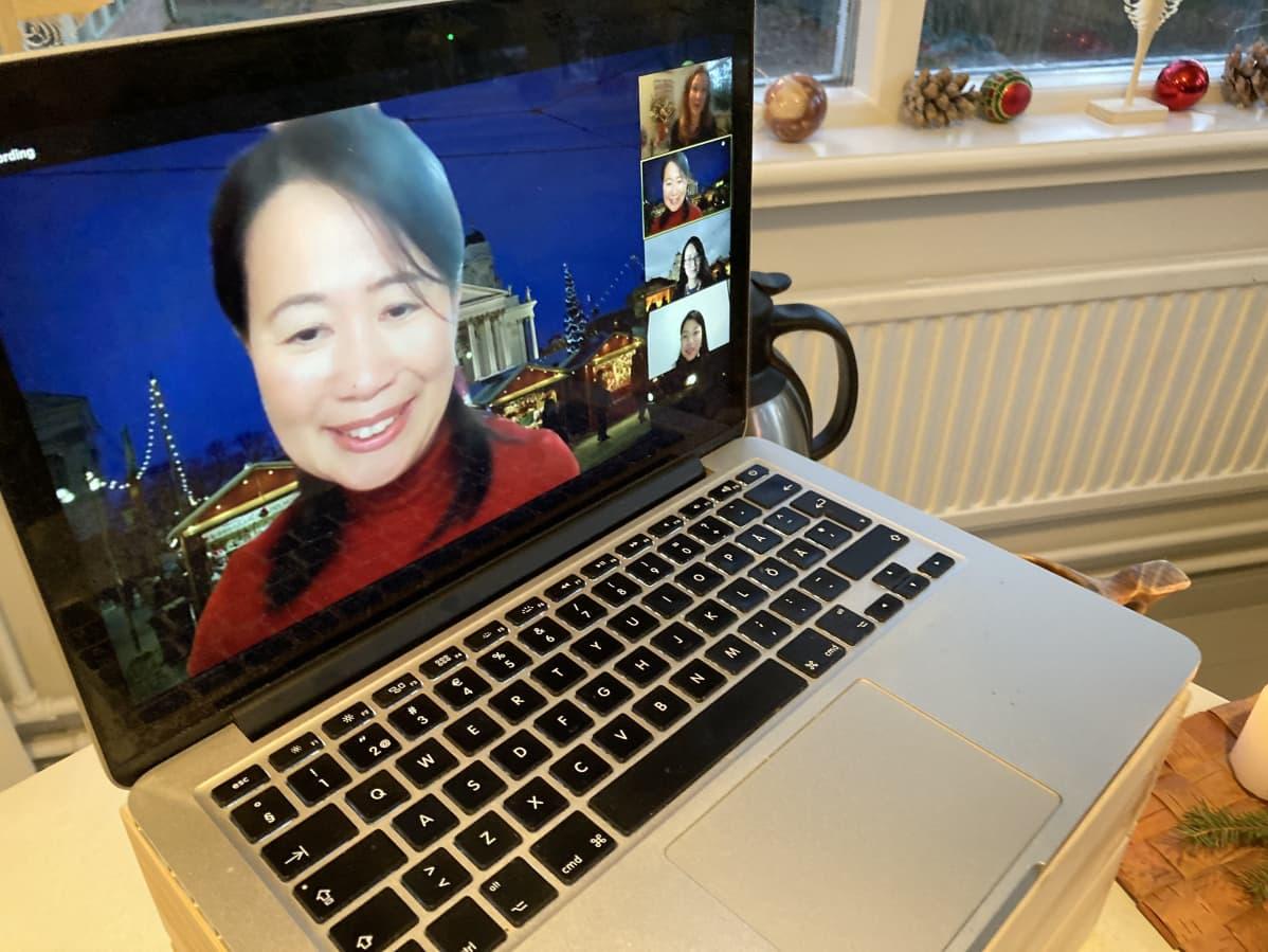 japanilaisten virtuaalijoulumatkan matkanjohtaja Yukie Tonuma