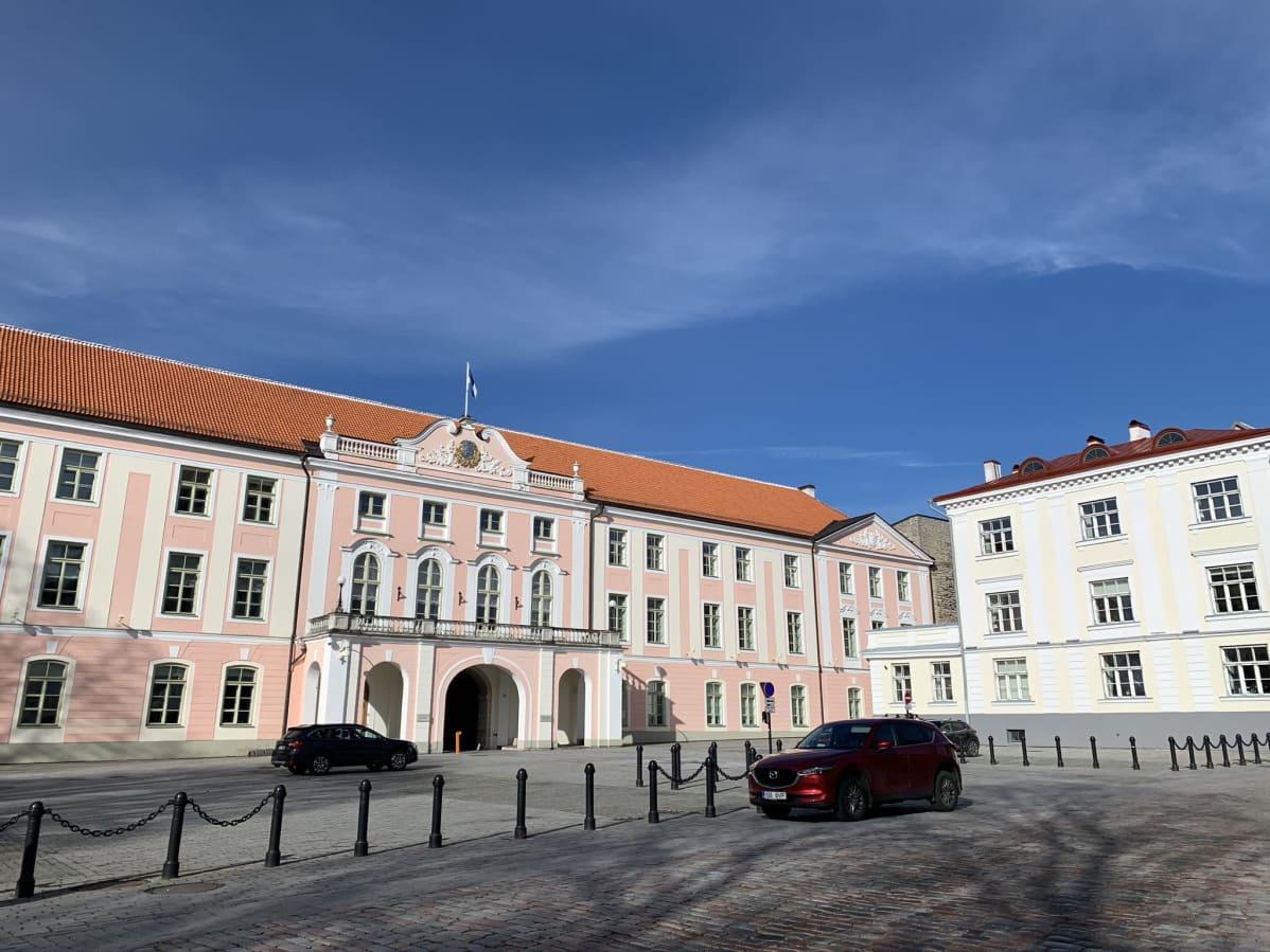 Viron parlamentin eli Riigikogun rakennus Tallinnassa Toompean kukkulalla.
