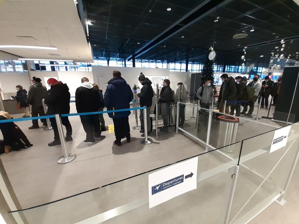 Jono Rovaniemen lentoaseman turvatarkastukseen 11.1.2021