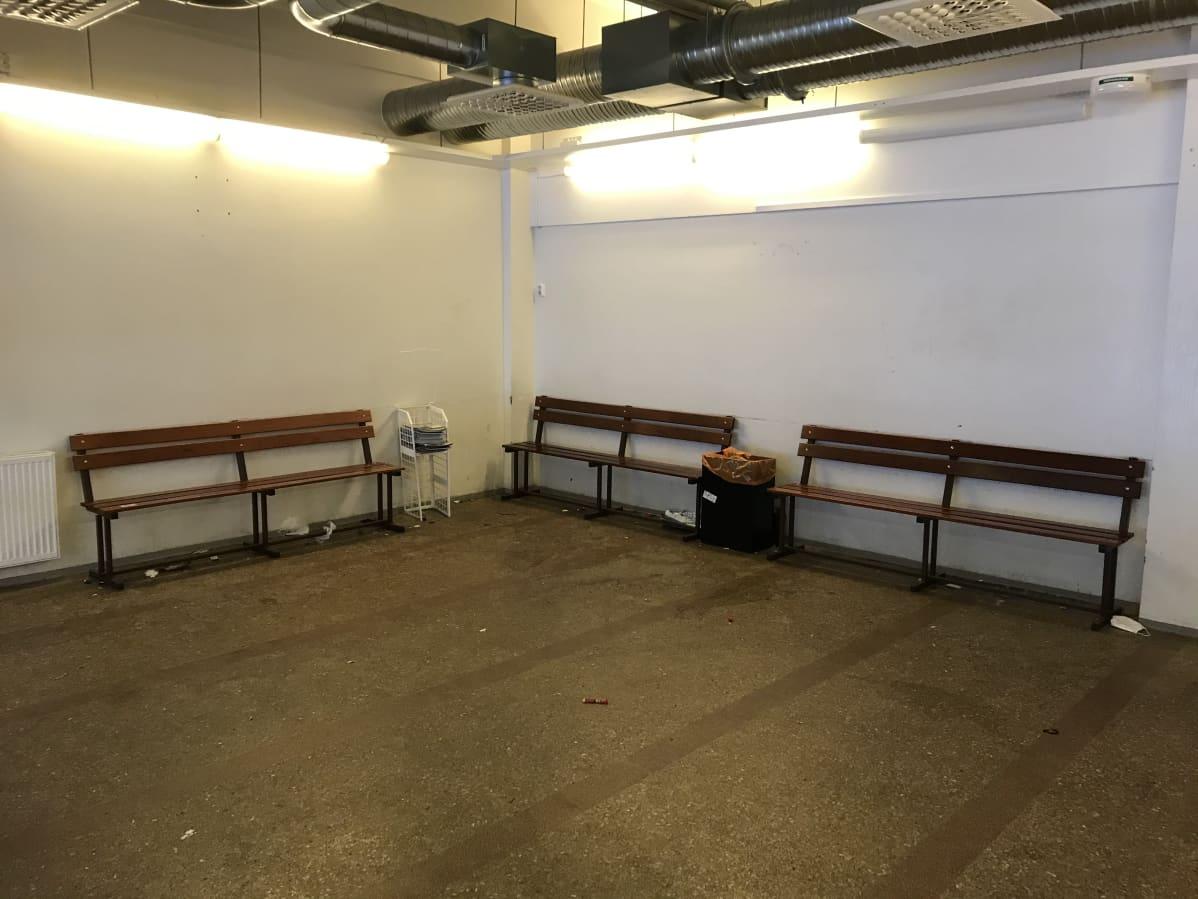 Matkustajien odotustila Kuopion vanhalla linja-autoasemalla