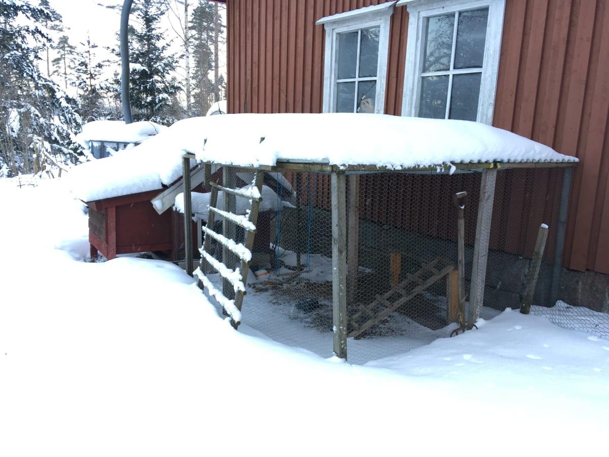 Katettu ulkokanala lumen peitossa