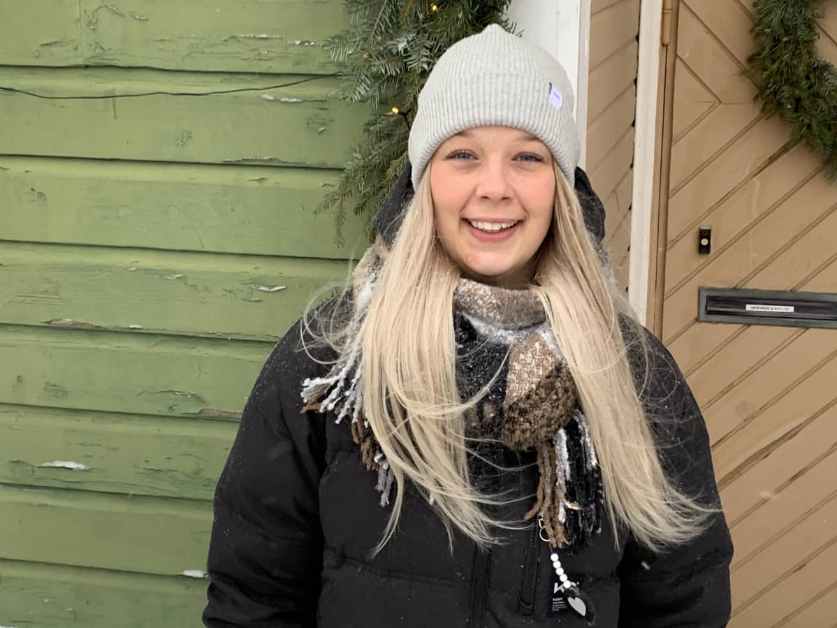 Kotkalainen sairaanhoitaja Tia Kallio, joka on mukana Elossa 24h -sarjassa.