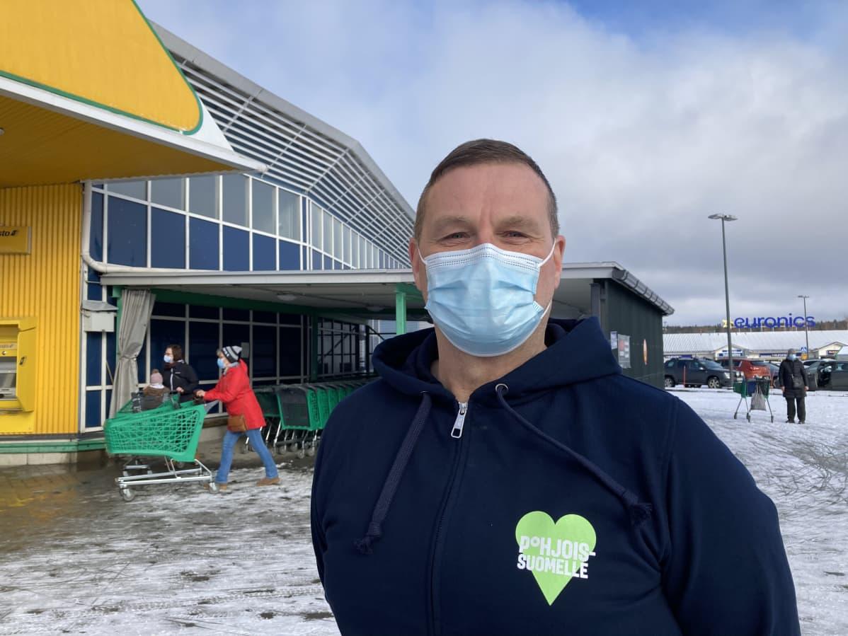 Rovaniemen Prisman johtaja Matti Puranen huhtikuussa 2021