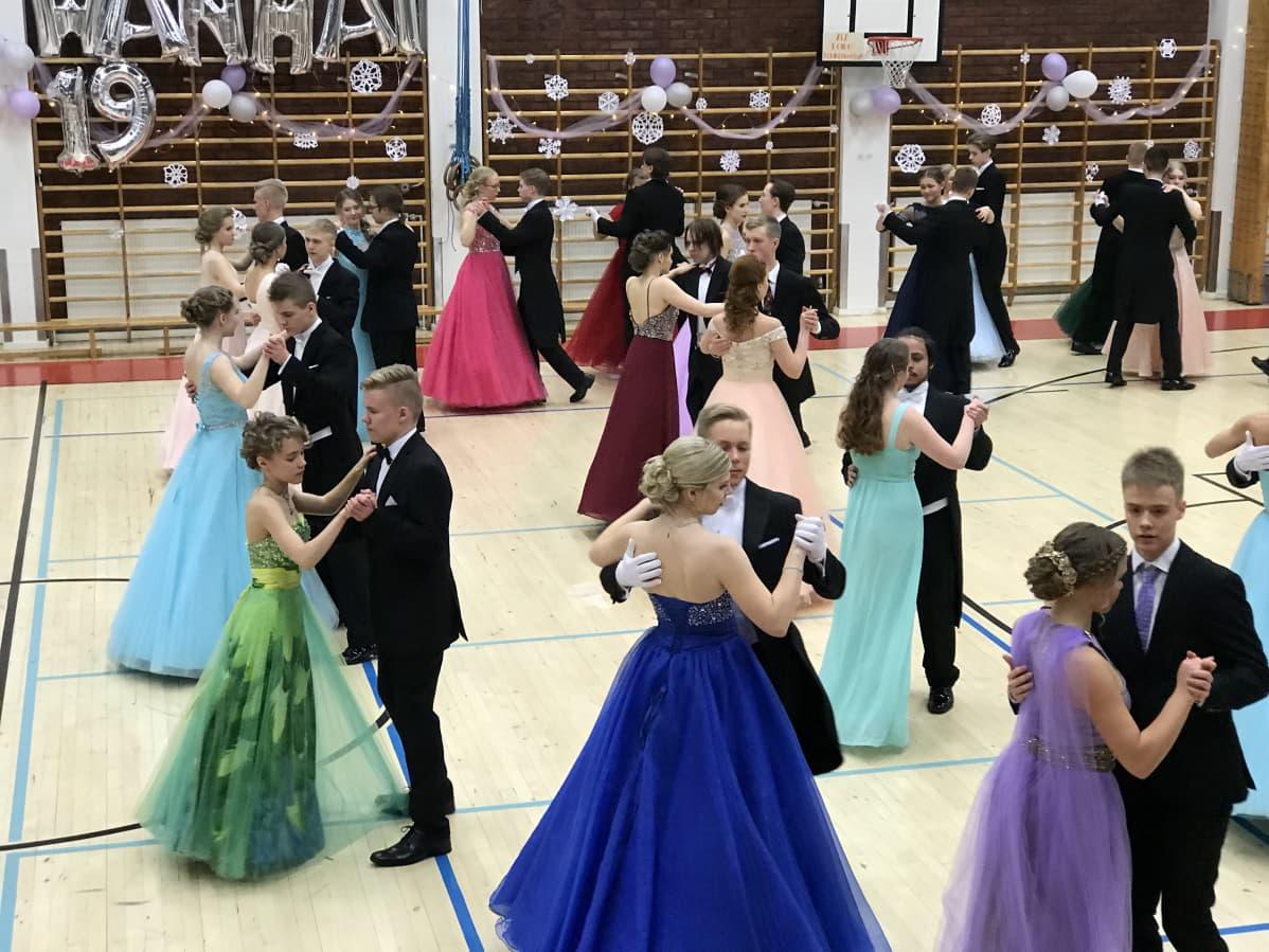 Lukiolaisten vanhojen tanssit