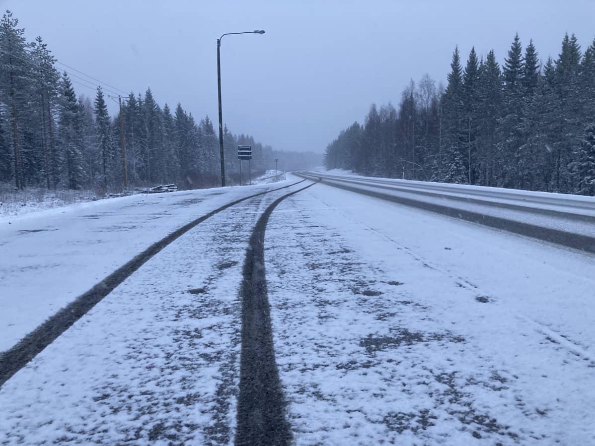 Lunta satoi useita senttejä Kainuuseen toukokuun toisella viikolla 2021