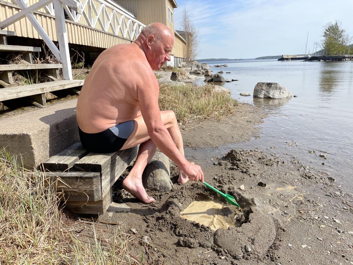 Taisto Ahokas rannalla Tampereella