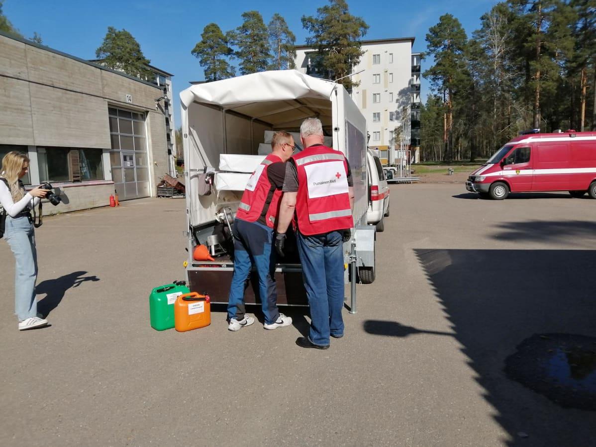 punaisen ristin työntekijät tutustuvat uuteen evakuointikeskukseen lappeenrannassa