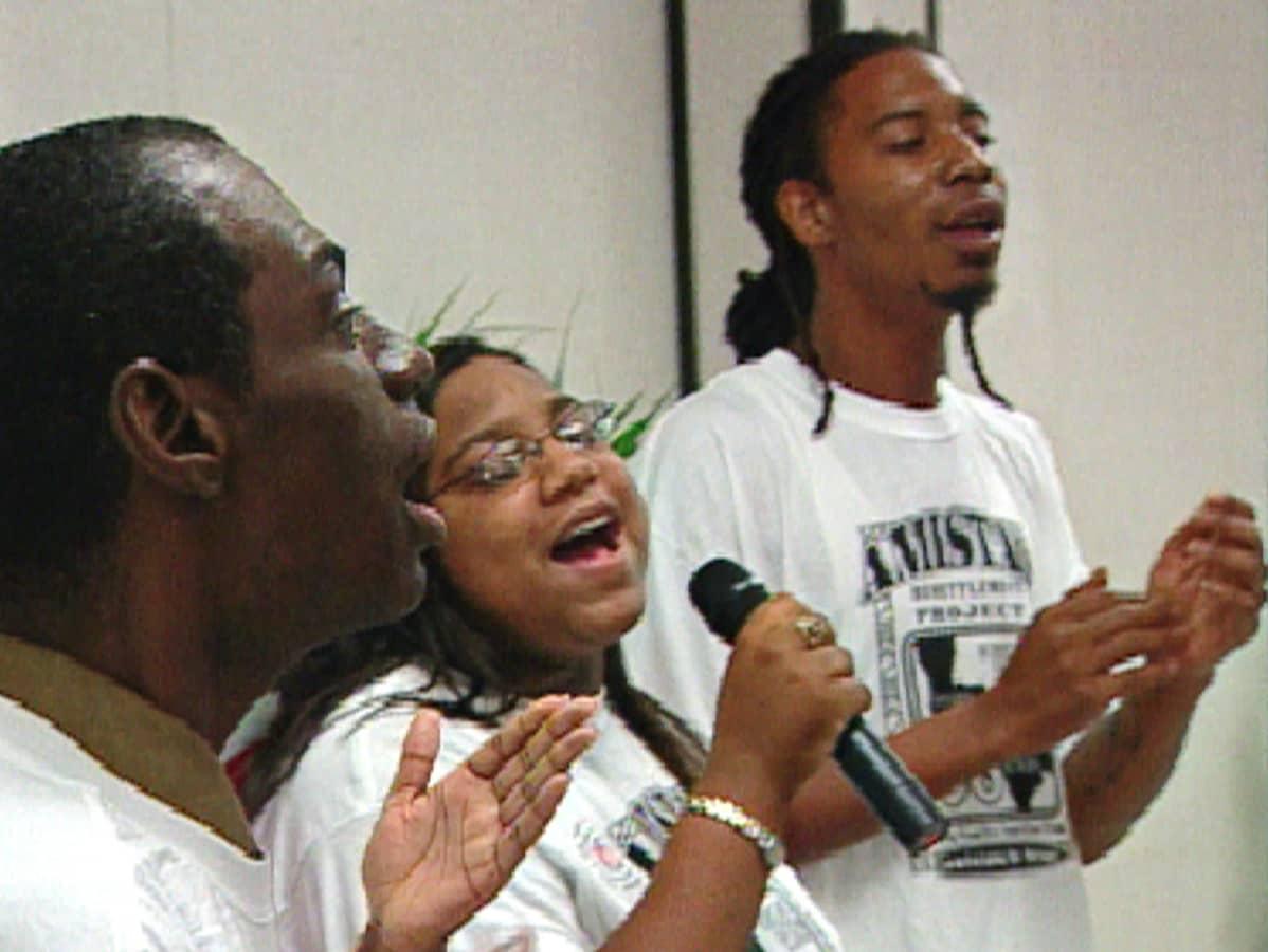 Houstonilaisessa kirkossa esiintyi New Orleansin Katrina-pakolaisten kuoro.