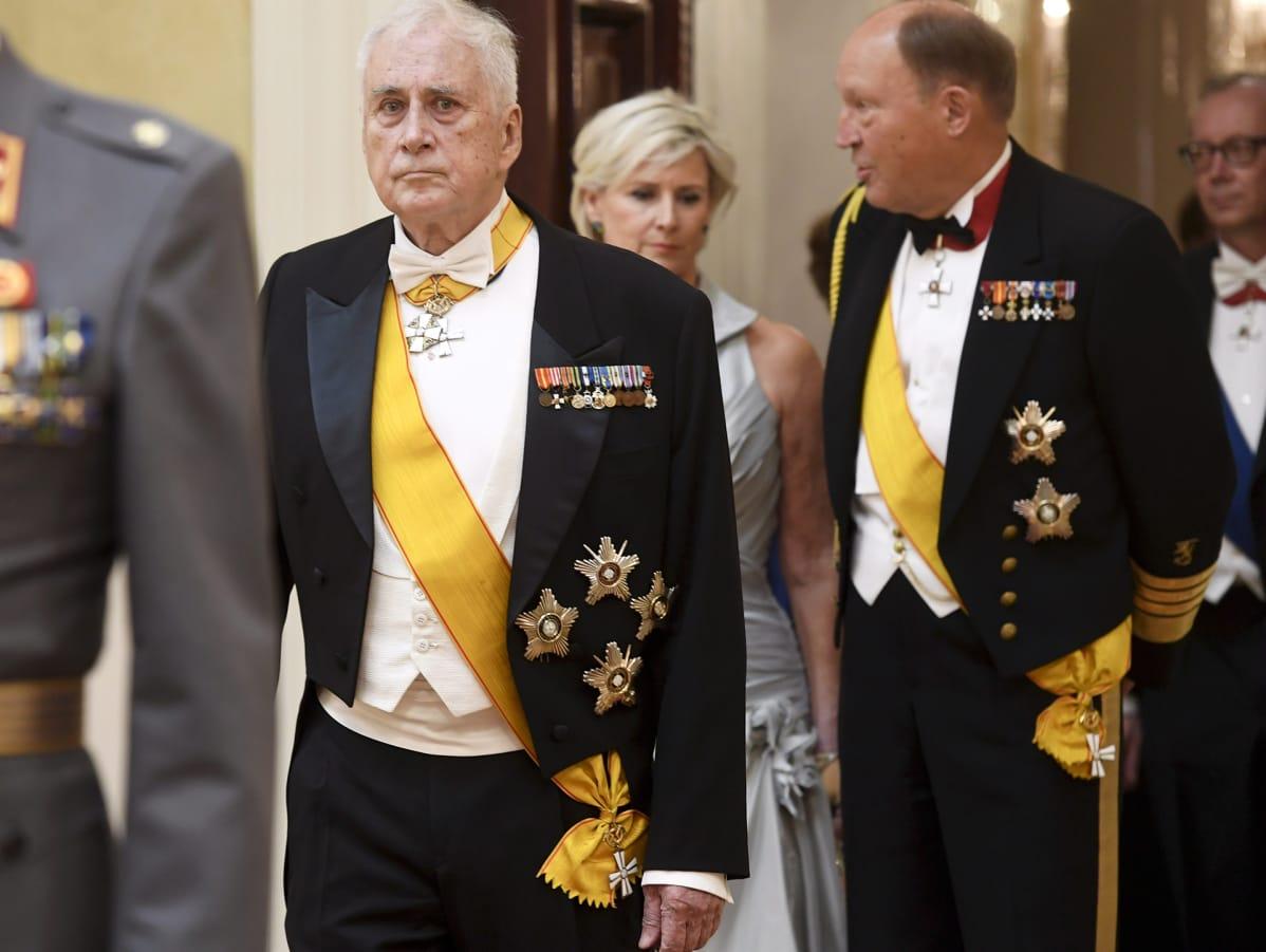 Puolustusvoimien entiset komentajat Gustav Hägglund (kesk.) ja Juhani Kaskeala  Suomen 100-vuotisjuhlavuoden itsenäisyyspäivän vastaanotolla Helsingissä 6. joulukuuta.