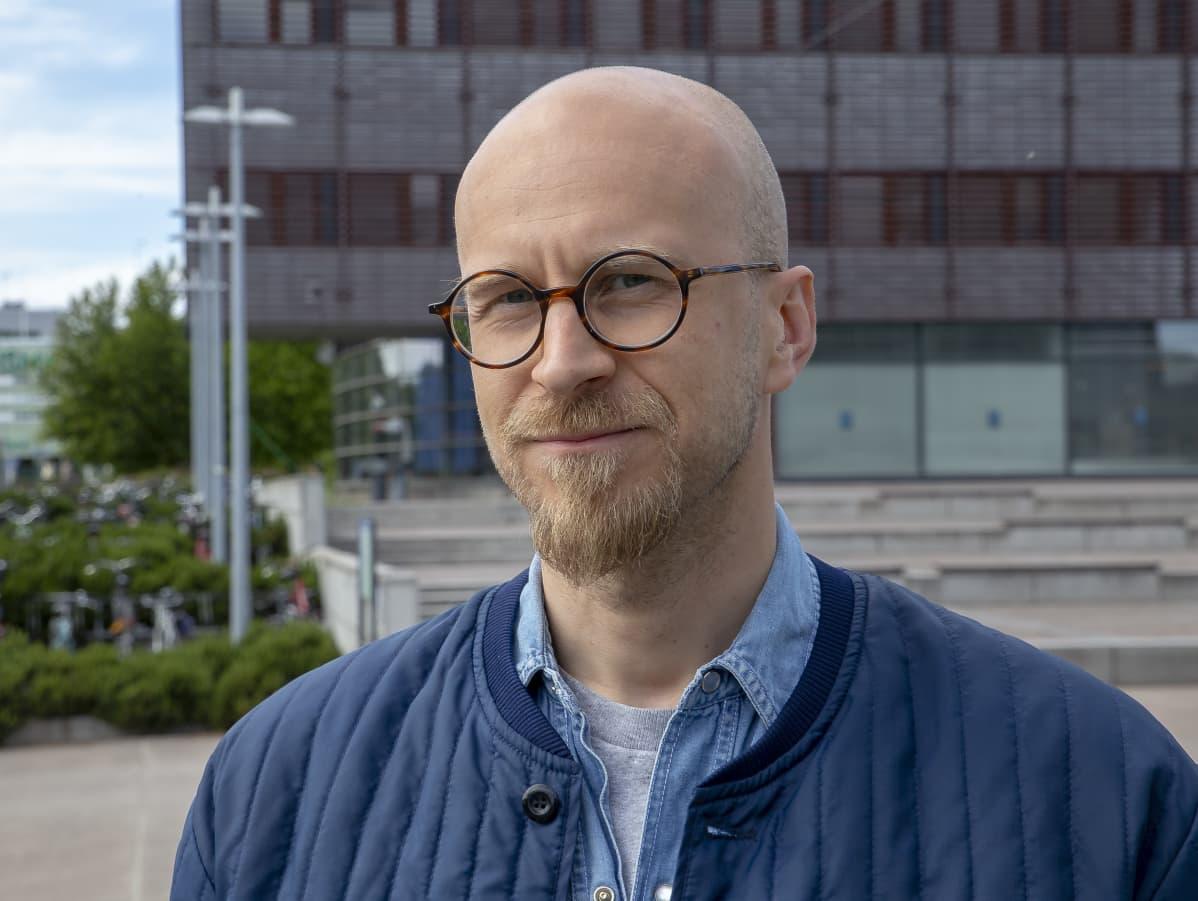 Pasi Heikkurinen on tutkija Helsingin yliopistosta.