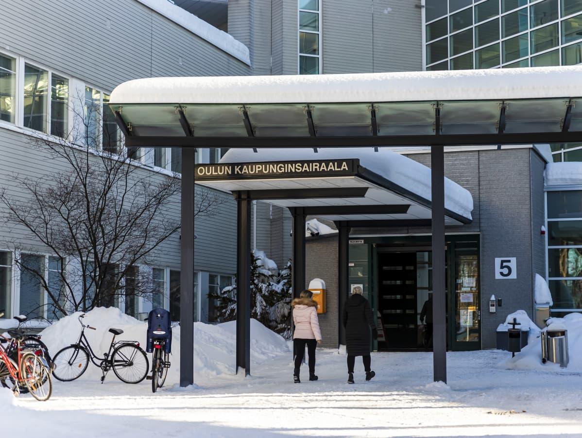 Oulun kaupunginsairaalan sisäänkäynti.