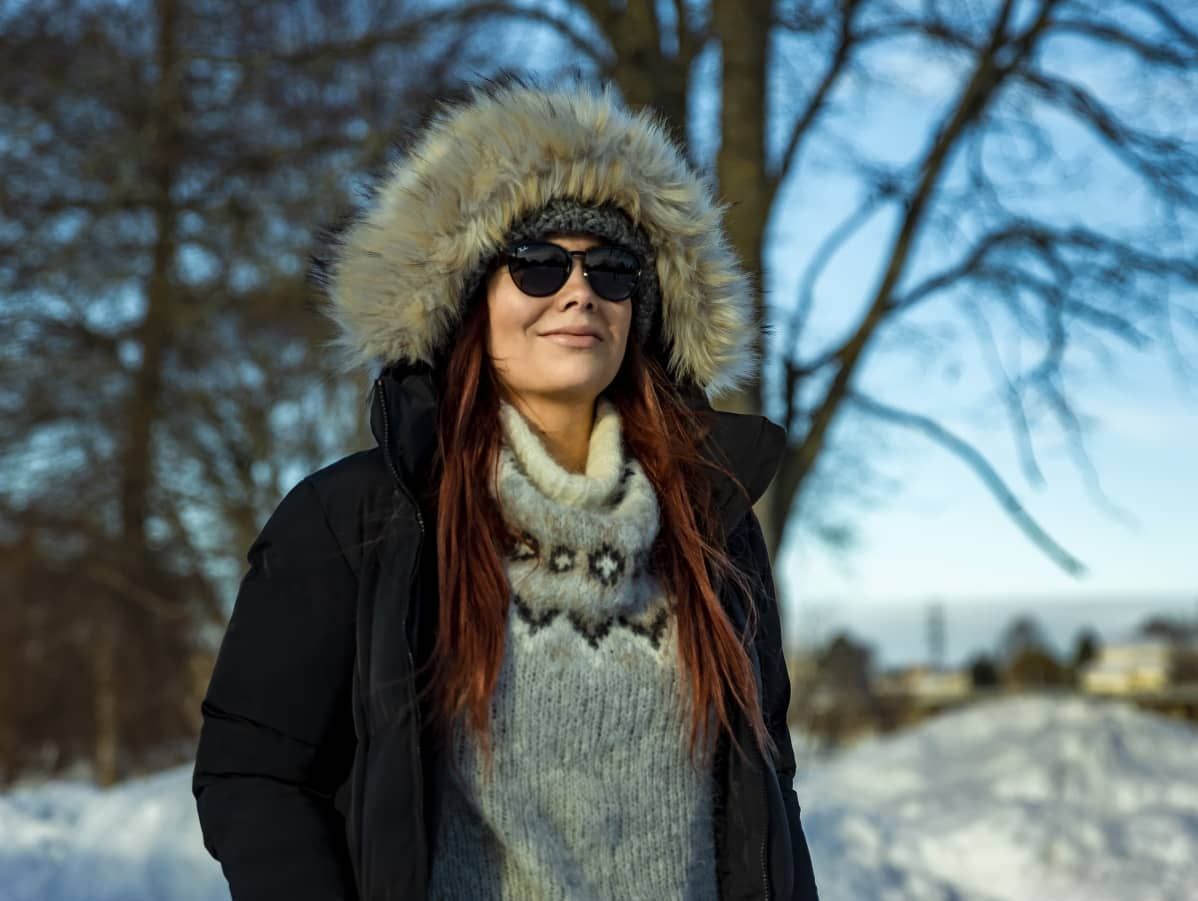 Oululainen Veera Tikkinen nauttii aurinkoisesta säästä