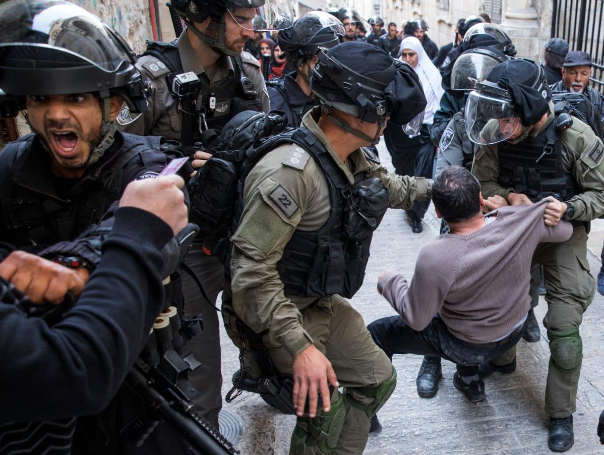 Palestiinalaiset ja Israelin joukot ottivat perjantaina yhteen myös Jerusalemin vanhassakaupungissa.