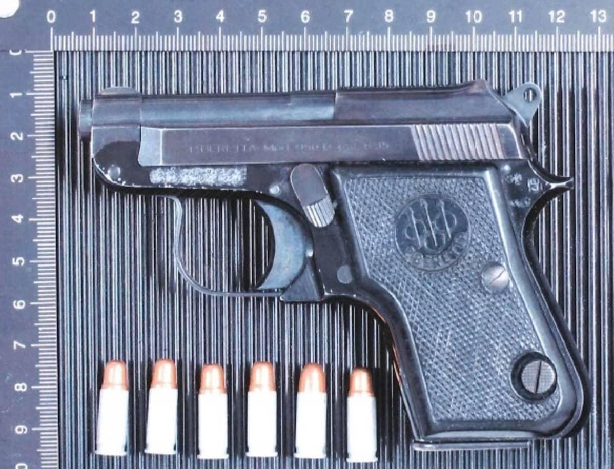 Poliisin takavarikoima ase.