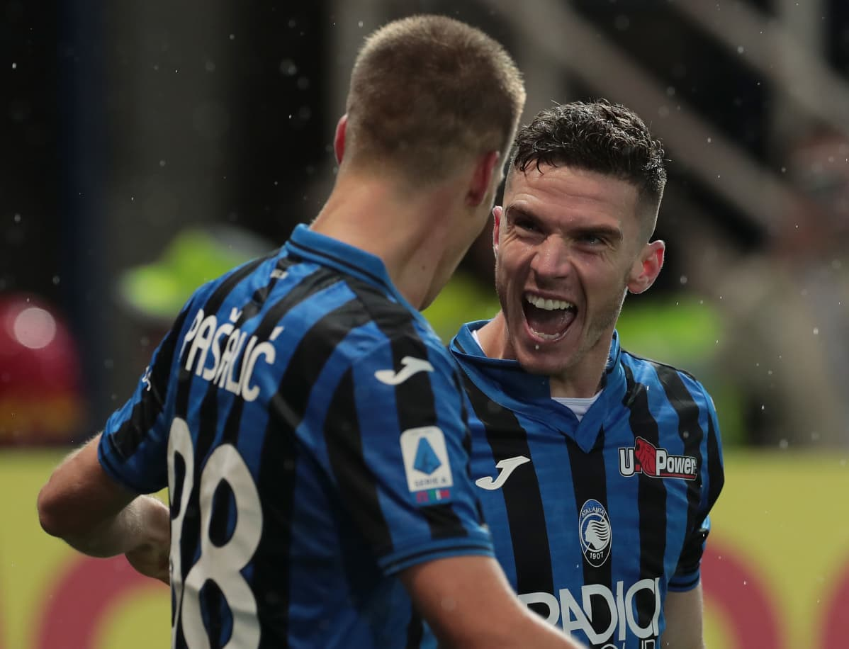 Robin Gosens of Atalanta BC celebrates with his team-mate Mario Pasalic