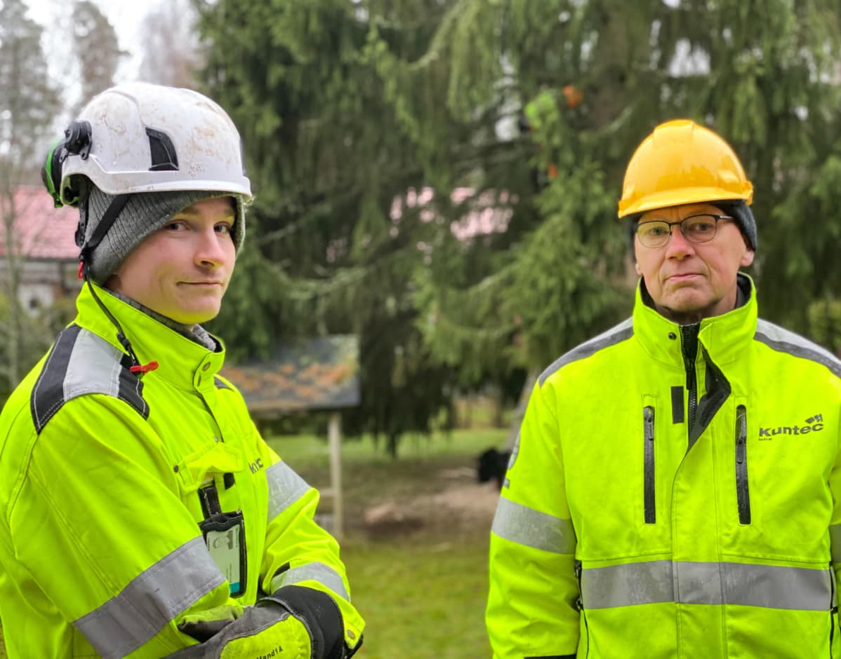 Ville Teppola ja Timo Kajava, Kuntec. Turun tuomiokirkon joulukuusen haku Maskussa 25.11.2020.